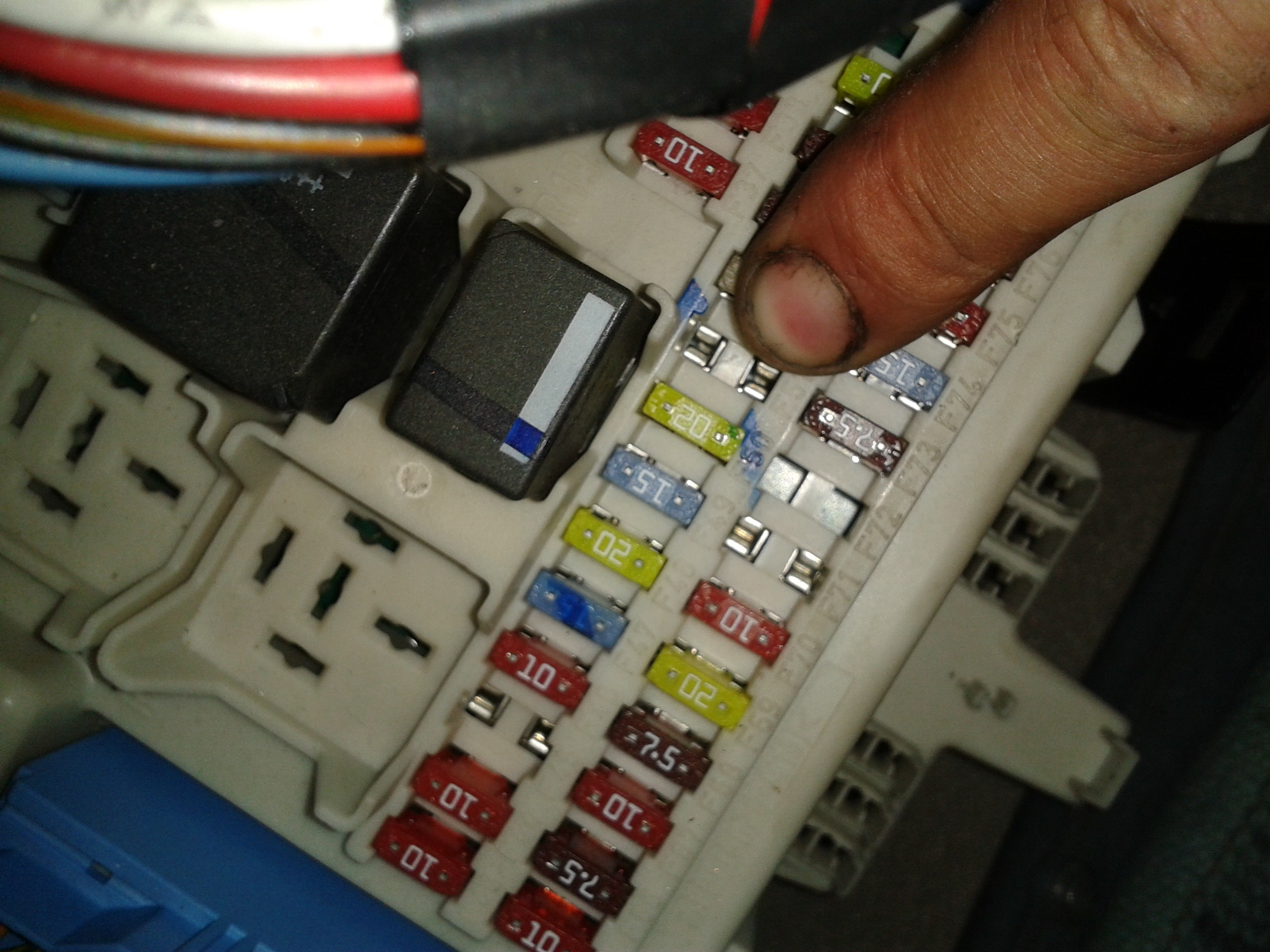 福克斯汽油泵保险丝位置
